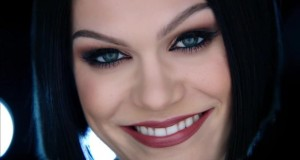 Clipe: Jessie J – Flashlight