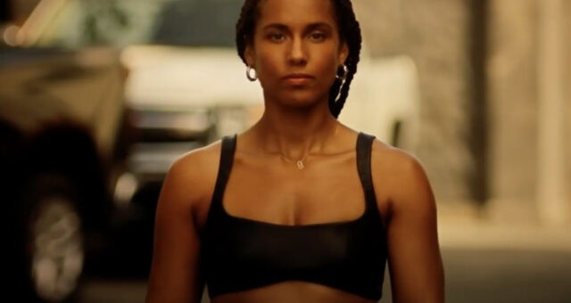 "Alicia Keys em ""Love Looks Better"""